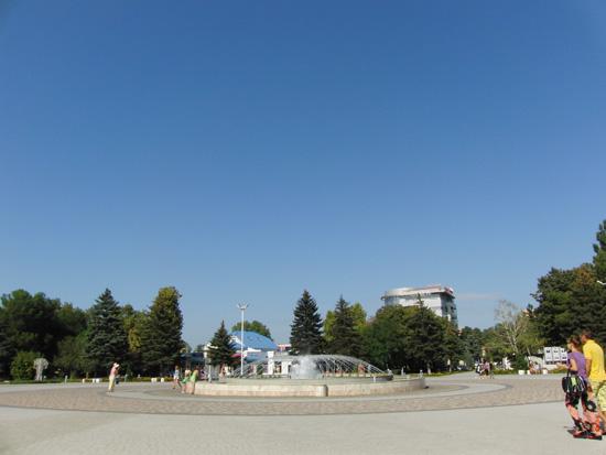 Фонтан на площади у администрации г. Анапа
