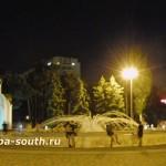 Ночная Анапа: фонтан у администрации