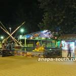 Ночная Анапа: детский аттракцион на воде