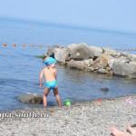 Ребенок на пляже в Анапе