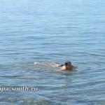 Приятное времяпрепровождение в теплой воде моря в Анапе