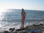 На каменно-галечном пляже